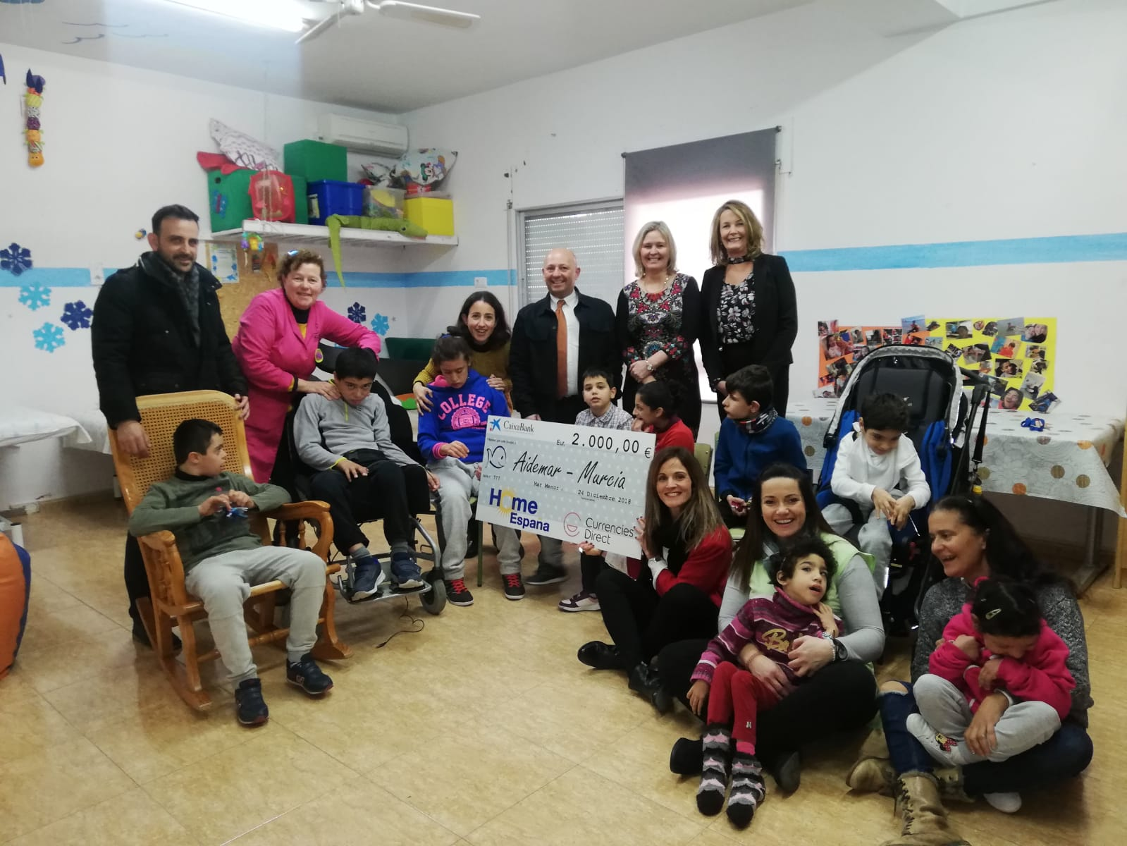 HomeEspaña & Currencies Direct raise €4,000 for local charities
